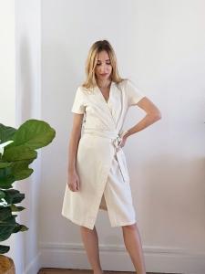 Robe portefeuille mi-longue en lin blanc écru Prix boutique 180€ Taille XS/S