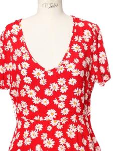 Robe cintrée manches courtes en crêpe rouge vif imprimé fleuri marguerites jaunes et blanche Taille 36