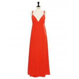Robe de cocktail longue en soie rouge vif décolleté coeur et dos nu à bretelles Prix boutique 750€ Taille 36