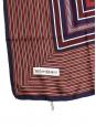 Yves Saint Laurent Foulard carré en twill de soie à rayures bleu marine, bordeaux et camel Prix boutique 350€ Taille 90 x 90