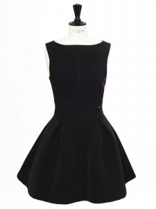 Petite robe noire courte, cintrée et évasée Prix boutique 300€ Taille 38