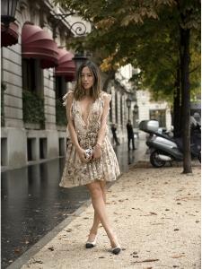 """CHLOE Robe """"fil coupé"""" Couture en mousseline de soie fleuri beige doré Prix boutique 2500€ Taille 36"""