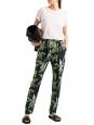 Pantalon fluide en soie imprimé tropical oiseaux de paradis noir vert jaune Prix boutique 880$ Taille 38