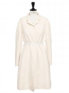 Manteau ceinturé en soie et laine blanc crème Prix boutique 2300€ Taille 42