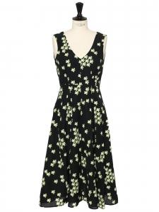 Robe décolleté V mi-longue en lin et soie noir imprimé fleuri vert Prix boutique 1300€ Taille 38