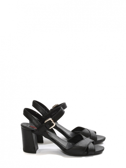 Black leather low heel sandals Retail price €450 Size 36.5