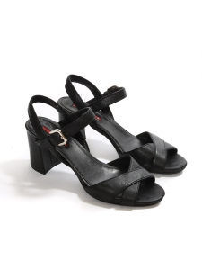 Black leather low heel sandals Retail price €450 Size 36.5