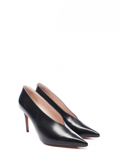 Black leather essential V neck pointy toe pumps Retail price $600 Size 36