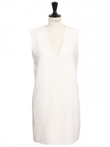 Robe droite sans manche décolleté V en crêpe de laine blanc ivoire Prix boutique 470€ Taille 40