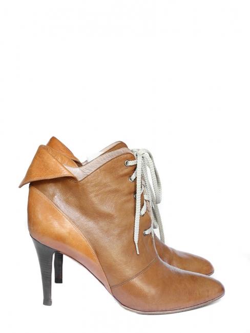 Louise Paris CHLOE Bottines lacées à talon en cuir camel