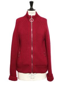 Gilet en maille de cachemire et laine rouge bordeaux Prix boutique 1100€ Taille 38