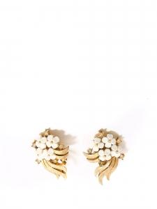 Boucles d'oreilles clip fleuri blanches et dorées
