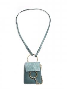 Sac FAYE bracelet mini en cuir et python bleu clair Prix boutique $1290