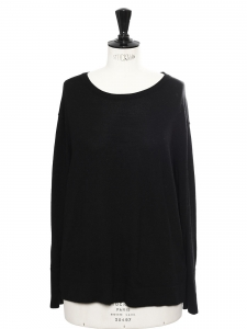 Round neck wool sweater with buttoned back Retail price €200 Size 40