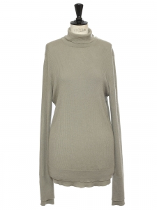Ultra soft light kaki green cashmere turtleneck sweater Retail price €625 Size L