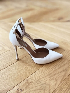 ALHAMBRA pointy toe stiletto heel ankle strap white leather pumps Retail price $695 Size 37.5