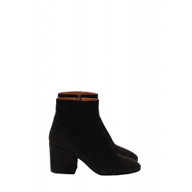 Black suede leather and block heel ankle boots Retail price €630 Size 38