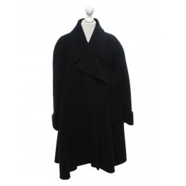 Manteau large en laine noir Prix boutique 1900€ Taille 42