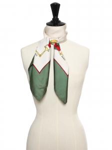 Foulard carré en twill de soie rouge, vert, blanc crème et mors jaune Prix boutique 350€ Taille 63 x 63