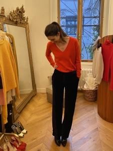 V neckline red cashmere sweater Retail price €280 Size S