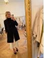 Manteau cintré mi-long en cachemire noir et bleu marine Prix boutique £3150 Taille 38