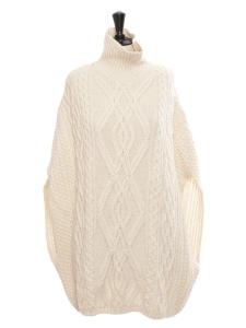 Pull poncho sans manche col roulé en maille irlandaise de laine blanc crème Prix boutique 1500€