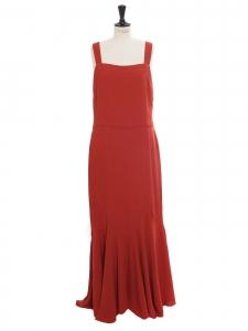 Robe longue à bretelles en crêpe rouge chili Prix boutique 400€ Taille 40