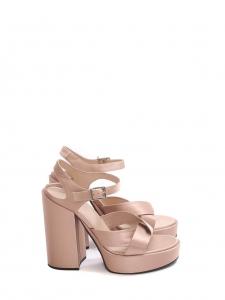 Sandales à talon et plateforme en satin rose clair Prix boutique $525 Taille 38