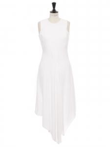 Robe asymétrique sans manche col rond en cady blanc Prix boutique $995 Taille 36