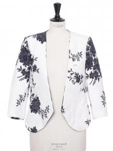 Veste blazer court en damassé blanc fleuri marine Prix boutique $1777 Taille 38