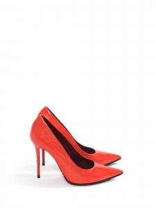 Escarpins à talon fin bout pointu en cuir rouge vif Prix boutique $600 Taille 37