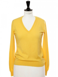 Yellow cashmere V neck sweater Retail price €890 Size 36